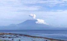 ヌサペニダから見た二日前のバリ島アグン山の景色